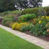 Почистване на градината и изграждане на цветен бордюр